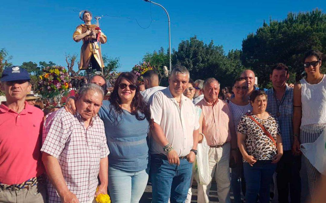 La Residencia de Adultos El Cristo Roto disfrutó de la procesión de San Isidro por las calles de la localidad