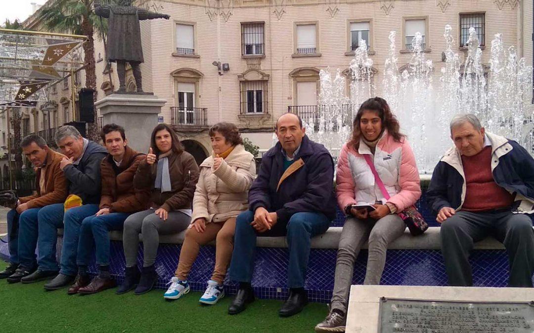 Visita de los residentes de la Residencia de Adultos 'El Cristo Roto' a la capital onubense por Navidad