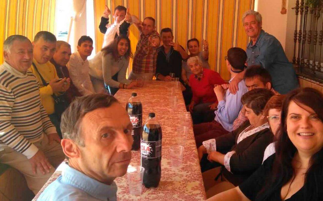 Los adultos de la Residencia 'El Cristo Roto' disfrutaron de la romería en honor a San Isidro Labrador